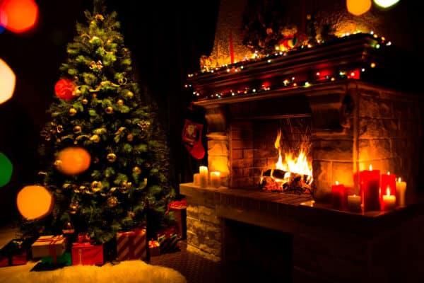 Weihnachtsbaum mit Kamin